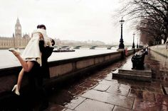London, England. What a pretty photo. Wish that was me!