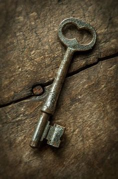 Pin discovered by Laura Bradbury Hang out with me at www.laurabradbury.com Old key by Dan Routh