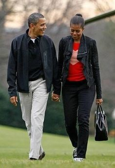 President Barack Obama and the First Lady Michelle Obama. Such a strong couple Malia Obama, Barack Obama Family, Black Presidents, Greatest Presidents, American Presidents, Michelle Obama Fashion, Michelle And Barack Obama, First Black President, Mr President