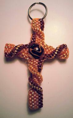 Boondoggle; Cross; scoubidou; plastic craft lace; rexlace; diy; gimp; key chain Gimp Tutorial, Paracord Tutorial, Plastic Lace Crafts, Plastic Craft, Crafts To Do, Crafts For Kids, Arts And Crafts, Gimp Bracelets, String Crafts