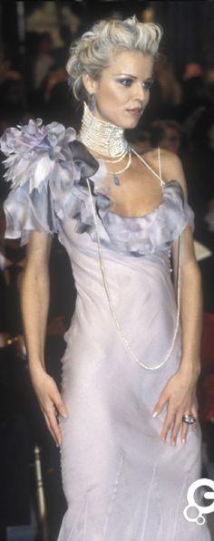Nix shoulder piece, give cap sleeve and small drape. End-of-calf lngth •cream •beige •bisque •grey •blueblack •dp rich blue •rosepoudr •aubergine