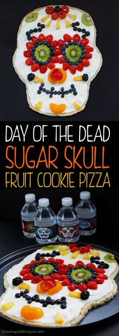 Healthy Day Of The Dead Sugar Skull Fruit Pizza. This is so easy to make and I love that it includes a recipe for skinny sugar cookie dough and yogurt based cream cheese frosting. The perfect healthy Halloween treat! recipes for halloween Halloween Snacks, Hallowen Food, Healthy Halloween Treats, Fete Halloween, Halloween Stuff, Vintage Halloween, Halloween Makeup, Halloween Costumes, Haloween Dinner