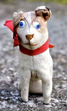 Very rare FADAP (French) felt dog with googlie eyes and original button in ear