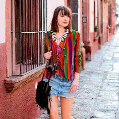 jane-aldridge-short-jeans-camisa-colorida