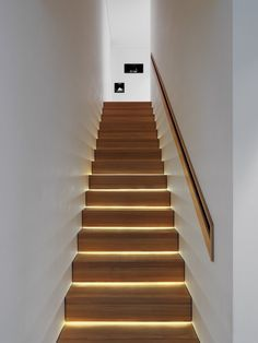 Modern wooden stairs design give a new look to a traditional material and transform a staircase into a piece of art. Wooden stairs are the most popular Staircase Lighting Ideas, Stairway Lighting, Staircase Design, Strip Lighting, Indirect Lighting, Hidden Lighting, Indoor Stair Lighting, Staircase Molding, Entrance Lighting