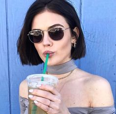new ideas for hair short dark lucy hale Trendy Haircuts, New Haircuts, Short Bob Hairstyles, Blunt Bob Hairstyles, Hairstyles Haircuts, Cabelo Lucy Hale, Pelo Guay, Short Hair Cuts, Short Hair Styles