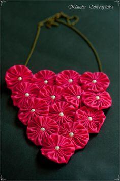 Hot pink yo-yo flower bib necklace