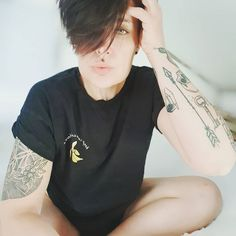 "273 tykkäystä, 25 kommenttia - 》 Mɪᴘᴘᴇ 《 (@mipp_e) Instagramissa: ""💛Good morning ppl💛 * * #model #mood #tomboystyle #🌈 #banana #tshirt #tattooideas #tattedmodel…"" Tomboy Fashion, Tatting, Photo Ideas, Ted, T Shirts For Women, Model, Instagram, Shots Ideas, Flapper Fashion"