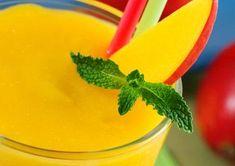 Mango Smoothie 1 can ounces) juice-packed pineapple chunks 1 cup fat-free frozen vanilla yogurt 1 large ripe mango, peeled and chopped 1 ripe banana, sliced crushed or cracked ice Juice Smoothie, Fruit Smoothies, Healthy Smoothies, Healthy Drinks, Smoothie Recipes, Healthy Snacks, Healthy Recipes, Grape Smoothie, Healthy Eating
