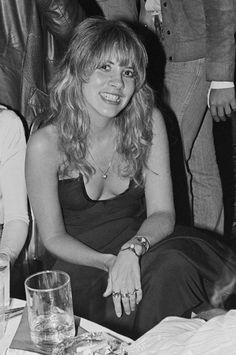 1976 Stevie Nicks. Love her jewelry here.