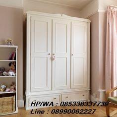 Lemari Pakaian 3 Pintu Duco Putih adalah sebuah Lemari Baju dengan 3 pintu model Minimalis cat Duco Warna putih Terbaru harga Murah