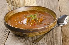 Kashmiri Rajma Recipe - Rajma is a popular Indian curry made with kidney beans. This recipe bursts with aroma of Kashmiri garam masala and a host of other spices. Indian Dal Recipe, Indian Food Recipes, My Recipes, Soup Recipes, Healthy Recipes, Ethnic Recipes, Healthy Soups, Rajma Recipe, Lentil Curry