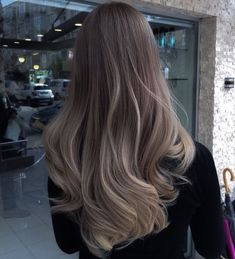 Do you like your wavy hair and do not change it for anything? But it's not always easy to put your curls in value … Need some hairstyle ideas to magnify your wavy hair? Brown Blonde Hair, Light Brown Hair, Brunette Hair, Ash Blonde Balayage Dark, Ash Grey Hair, Asian Balayage, Ashy Hair, Light Hair, Dark Brown