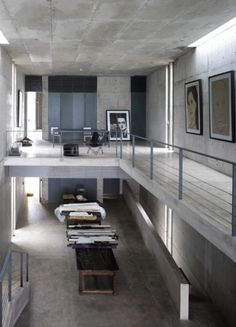 Japanese architect Tadao Ando has completed a concrete house on the edge of a cliff in southern Sri Lanka, writes Yuki Sumner. Casa Bunker, Architecture Design, Concrete Interiors, Modern Interiors, Beton Design, Concrete Design, Concrete Houses, Concrete Walls, Tadao Ando