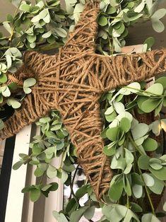 Ways To Decorate Your Front Door - The Shabby Tree Porch Garland, Greenery Garland, Barn Door Decor, Front Door Decor, Front Porch, Decorating On A Dime, Porch Decorating, Burlap Crafts, Diy Crafts