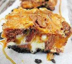 Snickers Oreo Caramel Bars - Sometimes it's just too much. Just Desserts, Delicious Desserts, Yummy Food, Sweet Desserts, Eat Dessert First, Dessert Bars, Caramel Bars, Carmel Brownies, Cookie Recipes