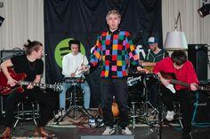 Donnerstag, 26.02., 18:30 Uhr – Mitte, Gibson Showroom: Die sehr gute Band Bilderbuch, hat bei dem sehr guten Streaming-Dienst Spotify eine Session gespielt. Die war auch sehr gut. © Matze Hielscher