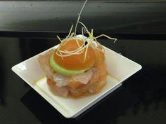 Tartare di salmone e branzino con gelatina di arancio e salsa di avocado.