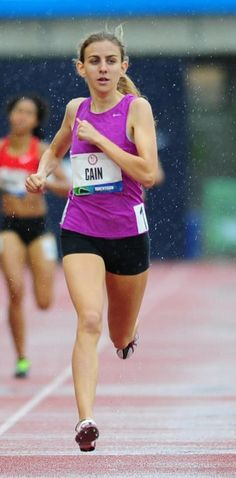 High schooler Mary Cain steals show with one of the greatest performances by a US prep distance runner. Running Photos, Athletic Clothes, Run Happy, Marathon Running, How To Run Faster, Track And Field, Sport Girl, Pose Reference, Cross Country