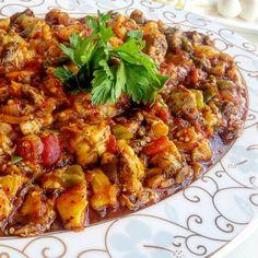 """270 Likes, 15 Comments - Yıldız (@yildizlimutfak) on Instagram: """"Yaz aksamlari için nefis bir yemek,  Sögürme 😋😋😋 Tarifi  1kg patlıcan  3 adet yeşil biber 1 adet…"""""""
