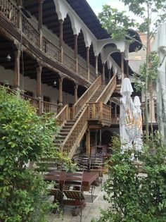 Manuc's Inn (Hanul lui Manuc) - Bucharest - Looks even more awesome in person Inn from 1802 now has restaurants Lovely to see Attraction, Bucharest Romania, Eastern Europe, Wonderful Places, Places To See, Trip Advisor, Restaurants, Photos, Pictures
