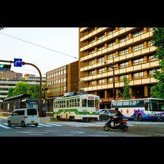 夕日があたる市電と市役所自分が市電の車両の中で一番好きなのがこの1085形今年の初めはサビが目立っていましたがお色直しをしてとても綺麗になりましたTram and Kumamoto City Hall. Sunset is beautiful hit.Also various vehicle exists Kumamoto tram.I like this vehicle is the best. #熊本 #市電 #路面電車 #SONY #a58 #railway #landscape #streetcar #train #tram #kumamoto #localtrain #commuter #RAW #japan #lightroom #trip #travel #sunset #33fan (by pukupukutan)