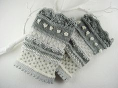 Knitting Patterns Gloves Arm Warmers – Finest Merino Wool – Wrist Warmers ♥♥ – a unique product by Sabines-Finest at Da … Crochet Gloves Pattern, Knitting Patterns, Knit Crochet, Knitted Gloves, Bracelet Crochet, Fingerless Mitts, Modern Crochet, Tejidos, Scrappy Quilts