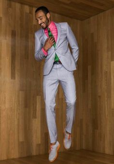 pink shirt in the suit love it green tie accents it perfectly World Of Fashion, Mens Fashion, Mens Gear, Well Dressed Men, Gentleman Style, Wedding Suits, Stylish Men, Colorful Fashion, Dress Codes