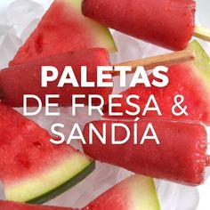 Watermelon and strawberry ice popsicles (poles or icepops) with chili and lemon. Mexican Snacks, Mexican Food Recipes, Healthy Drinks, Healthy Snacks, Healthy Recipes, Glace Diy, Comida Diy, Drink Recipe Book, Deli Food