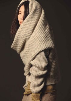 Cozy warm sweater by the Japanese company Mixmind. Perfect for chilly autumn days♥ Knit Fashion, Womens Fashion, Warm Sweaters, Knitting Designs, Sweat Shirt, Sweater Weather, Lana, Knitwear, What To Wear