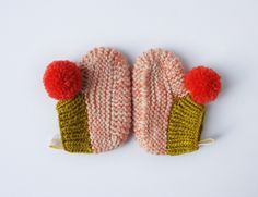 Image of pompom booties 4 Knitting For Kids, Knitting Socks, Knitting Projects, Baby Knitting, Crochet Baby, Knitting Patterns, Knit Crochet, Knit Baby Booties, Colorful Candy
