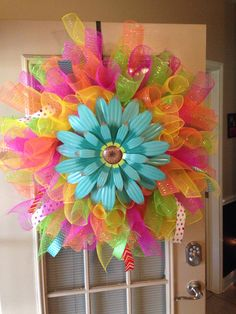 Curly deco mesh wreath Deco Mesh Crafts, Wreath Crafts, Diy Wreath, Wreath Ideas, Burlap Wreath, Ribbon Crafts, Easter Wreaths, Mesh Wreaths Summer, Summer Wreath