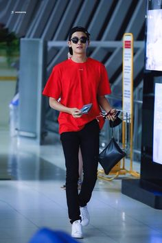 Park Hyung Sik looking like a snack Park Hyung Sik, Strong Girls, Strong Women, Asian Actors, Korean Actors, Park Hyungsik Wallpaper, The Heirs, Park Hyungsik Strong Woman, Park Hyungsik Cute