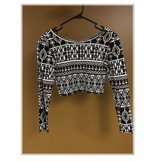 Forever 21 Aztec Crop Top Forever 21 Aztec Crop Top! MUST GO! Looks great with a solid pant, maxi, long gaucho pant, etc. Forever 21 Tops Crop Tops