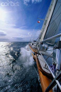 Sariyah sailing © Onne van der Wal