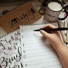 Zabierz sie za nauke letteringu i literek pełną gębą 🤩❤️ wciagnij sie w kreatywne pisanie i twórz piekne napisy. #lettering #kaligrafia #brushlettering #brushpencalligraphy #coffeelover Notebook, Bullet Journal, The Notebook, Exercise Book, Notebooks
