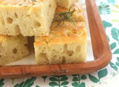 La focaccia genovese Bimby è buona per il cestino del pane a tavola, per la merenda, per spezzare la fame a metà mattina... che aspetti a farla?