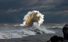 A storm making wild waves? This must be the definitive portrait of nature's beauty A storm making wild waves? This must be the definitive portrait of nature's… Cool Pictures, Cool Photos, Beautiful Pictures, All Nature, Amazing Nature, Beauty Of Nature, Beautiful World, Beautiful Places, Beautiful Ocean