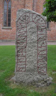 Ög165 Runsten vid Vårfrukyrkan, Skänninge - Runestone styles - Wikipedia, the free encyclopedia
