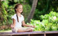 These free guided meditation videos for kids are indeed fun and will make any child interested in what is going next. What Is Mindfulness, Mindfulness For Kids, Mindfulness Activities, Mindfulness Meditation, Free Guided Meditation, Meditation Videos, Surya Namaskar, Zen, Education Positive