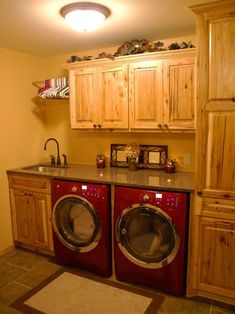 Good layout for smaller laundry room.  Must commit to front loaders, but maximizes counter space.
