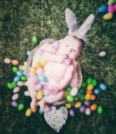 Zu Ostern mit Ostereiern im Korb