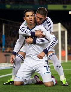 Cristiano Ronaldo and Sergio Ramos - Real Madrid Ramos Real Madrid, Real Madrid Club, Real Madrid Players, Real Madrid Football, Cristiano Ronaldo Si, Cristano Ronaldo, World Best Football Player, Good Soccer Players, James Rodriguez