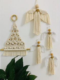 macrame plant hanger+macrame+macrame wall hanging+macrame patterns+macrame projects+macrame diy+macrame knots+macrame plant hanger diy+TWOME I Macrame & Natural Dyer Maker & Educator+MangoAndMore macrame studio Macrame Art, Macrame Projects, Macrame Knots, Noel Christmas, Christmas Crafts, Etsy Christmas, Art Macramé, Motif Floral, Diy Weihnachten