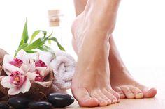 Natural Home Remedies For Soft Feet Toenail Fungus Remedies, Toenail Fungus Treatment, Nail Treatment, Spa Treatments, Pedicure Soak, Dry Skin On Feet, Fungal Nail, Foot Soak, Humectant