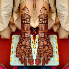 Image may contain: indoor Mehndi Designs Book, Legs Mehndi Design, Indian Mehndi Designs, Stylish Mehndi Designs, Mehndi Design Photos, Wedding Mehndi Designs, Beautiful Mehndi Design, Leg Mehndi, Mehendi