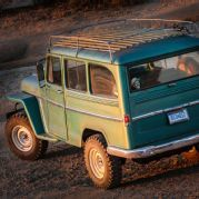 1962 Willys Station Wagon crafted by Jeep engineers and designers in their underground skunk works program. Jeep Pickup, Jeep 4x4, Jeep Truck, 4x4 Trucks, Cool Trucks, Jeep Garage, Willys Wagon, Jeep Willys, Old Jeep