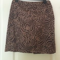 BR skirt Machine washable. Zips in back. Banana Republic Skirts Pencil