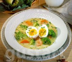 Tejszínes-tojásos brokkolileves Ramen, Soup, Eggs, Breakfast, Ethnic Recipes, Morning Coffee, Egg, Soups, Egg As Food