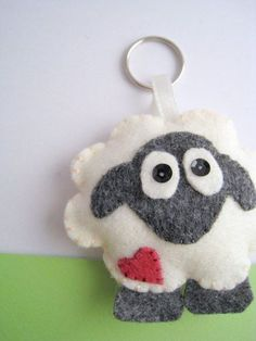 Sheep Felt Keychain by hooop on Etsy Felt Diy, Felt Crafts, Fabric Crafts, Sewing Crafts, Sewing Projects, Sheep Crafts, Felt Christmas Ornaments, Christmas Crafts, Felt Keychain
